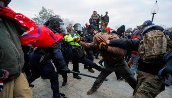 """""""Teppisti come ad Hong Kong"""". Pechino sull'assalto al Campidoglio"""