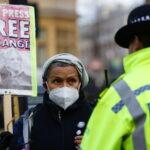 Assange: negata la libertà su cauzione dal tribunale britannico, costretto a rimanere in una prigione di massima sicurezza