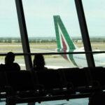 Alitalia: commissario vede i sindacati, rischi per stipendi