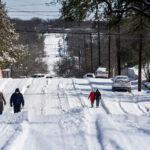 Texas: un'enorme bufera di neve lascia 4,3 milioni di persone senza elettricità