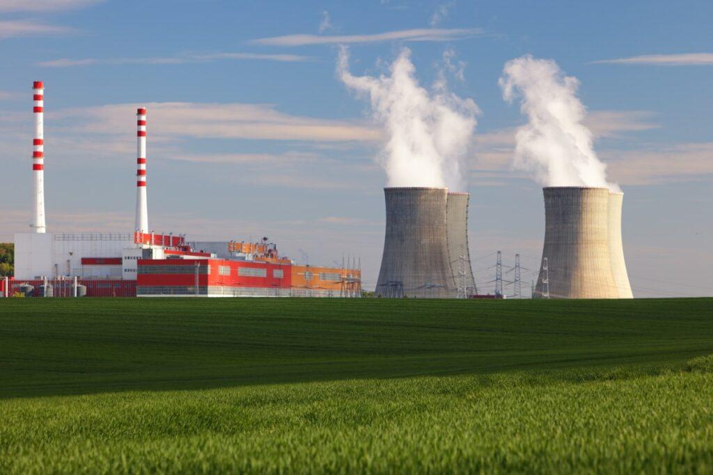 Nucleare: la Francia userà ancora per 10 anni i vecchi reattori. La Germania si infuria e… l'Italia tace