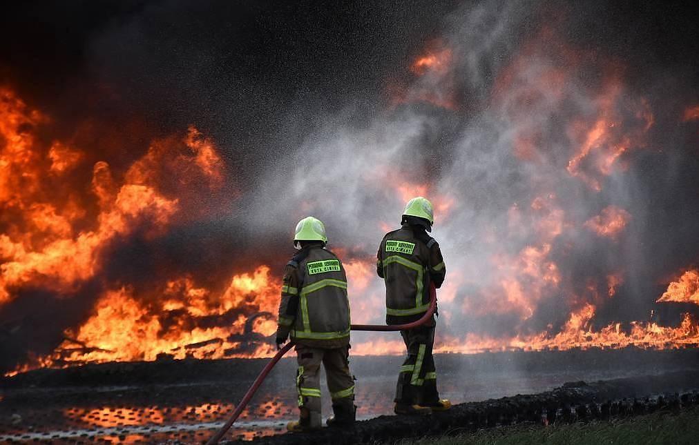 Almeno 20 feriti in un'esplosione a una raffineria di petrolio in Indonesia