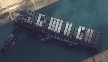 Canale di Suez, quando tornerà la normale circolazione del naviglio?