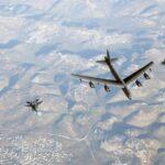"""Jet israeliani scortano bombardieri B-52 americani in una apparente """"dimostrazione di forza"""" per  l'Iran"""