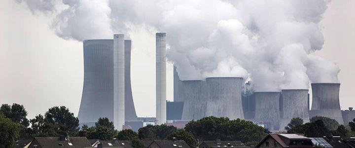 La verniciata di verde che nasconde il nero dei combustibili fossili