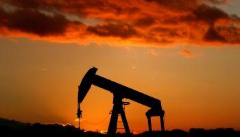 Transizione ecologica? La previsione di Goldman Sachs sul prezzo del petrolio parla chiaro
