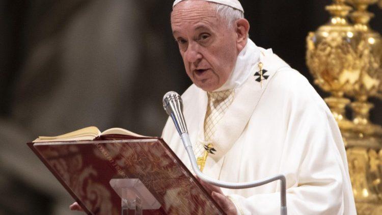 Vaticano, il papa vara una legge anti corruzione per cardinali e dirigenti