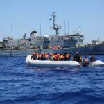 Il rapporto ambiguo tra trafficanti di esseri umani e ONG