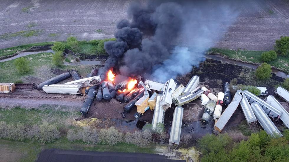 Usa: Un altro treno merci deraglia e prende fuoco in Iowa, il terzo in meno di una settimana