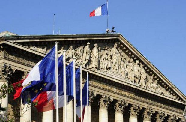 Francia: durante la notte la maggioranza trova un accordo sul passaporto sanitario