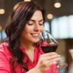 Cosa accade al tuo cervello quando bevi anche solo un bicchierino d'alcol al giorno secondo un nuovo studio