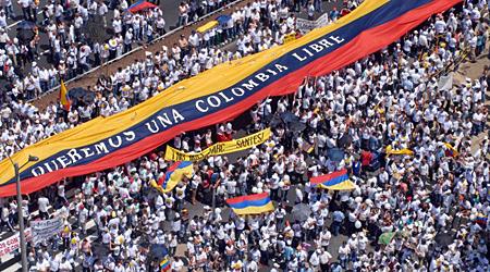 """La Colombia arde – Non è per la """"riforma tributaria"""", è fame e dignità"""