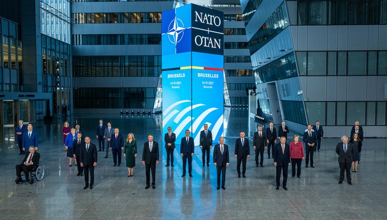 Manlio Dinucci – Quella della NATO è una vera dichiarazione di guerra che capovolge la realtà