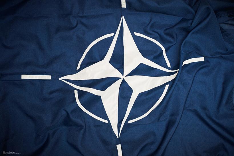 Piantiamola di seguire la Nato e i padroni Usa