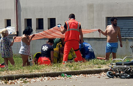 Spari in strada vicino Roma. Morti un anziano e due bimbi