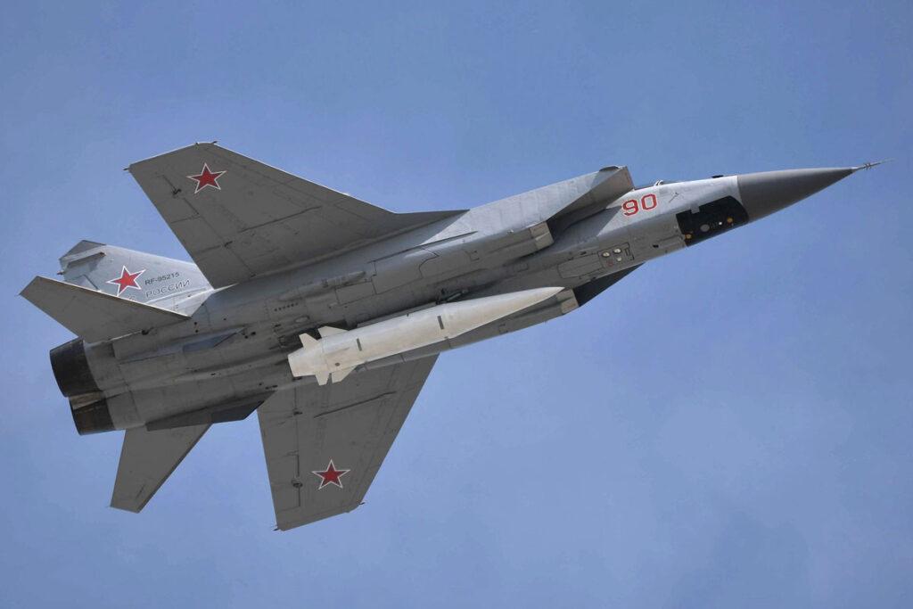 La Russia inizia il dispiegamento di sistemi missilistici ipersonici ai suoi confini in risposta alle manovre Nato