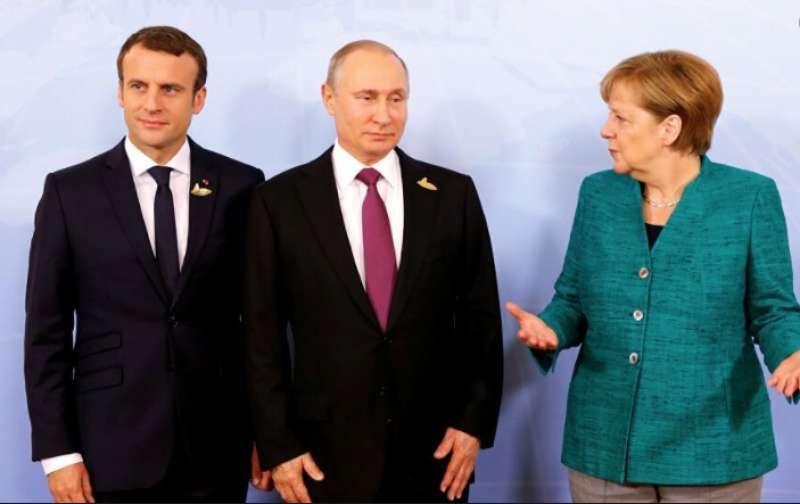 The Guardian: Macron e Merkel vogliono summit UE con Putin