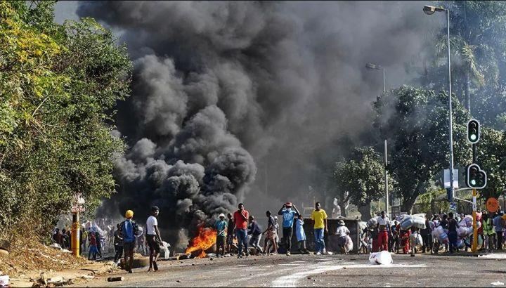 Sudafrica, decine di morti nelle proteste per l'arresto dell'ex presidente Zuma