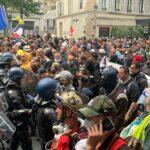 """14 luglio in Francia. Primi scontri a Parigi sul """"passaporto sanitario"""""""