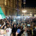 A Torino la prima grande manifestazione contro il green pass