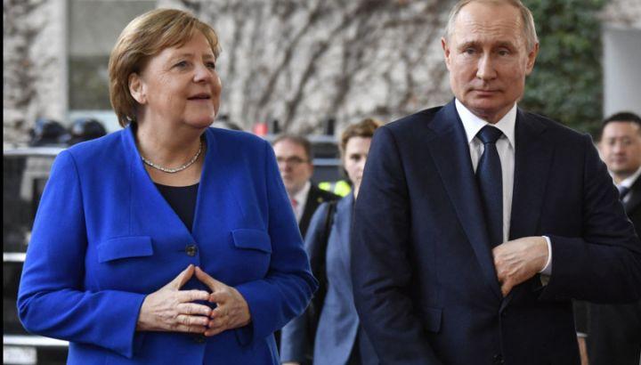 La Germania apre alla Russia e vuole produrre il vaccino Sputnik