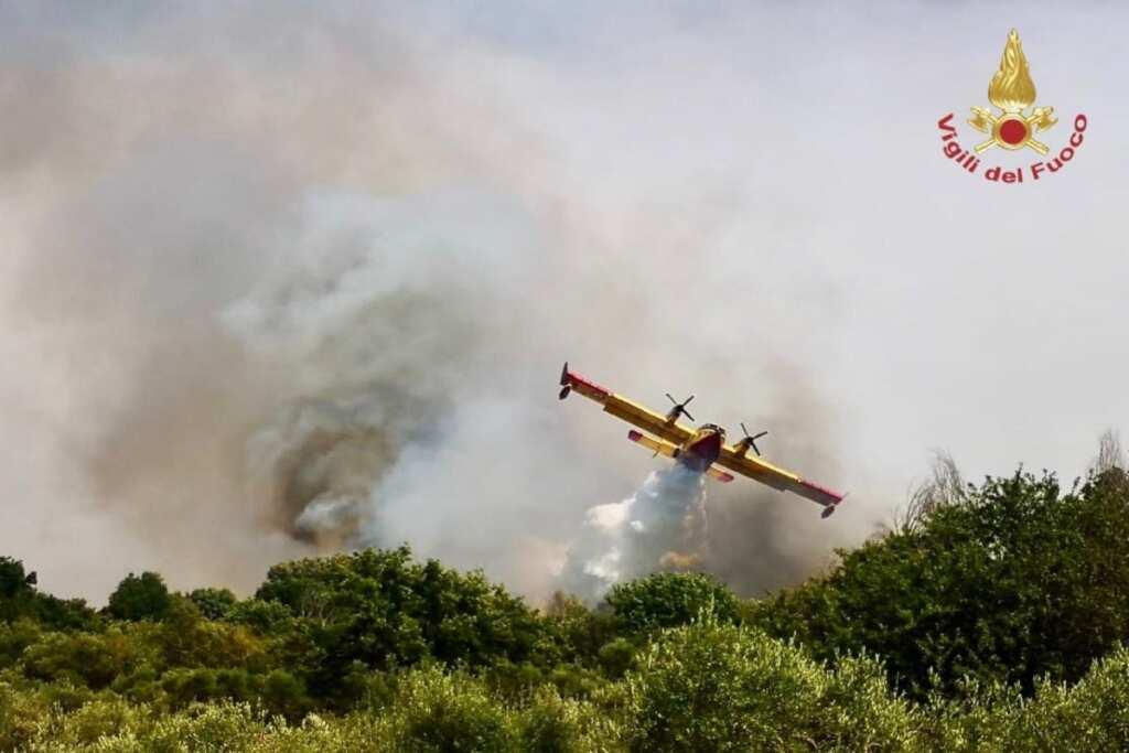In fiamme anche Tivoli: in Lazio quasi 600 incendi in 10 giorni, firmato lo stato di calamità