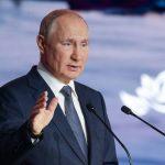 """Putin: l'occidente continua a imporre standard ad altri paesi nonostante la """"lezione afghana"""""""