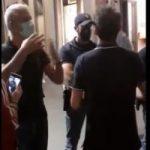 Prato, video da brividi: la polizia vieta la piazza a chi manifesta con gli operai