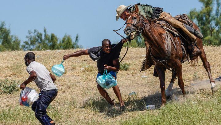 I migranti haitiani bastonati e deportati dagli Stati Uniti non fanno notizia