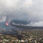 Lava, fumo e cenere ricoprono La Palma mentre il vulcano continua a far preoccupare