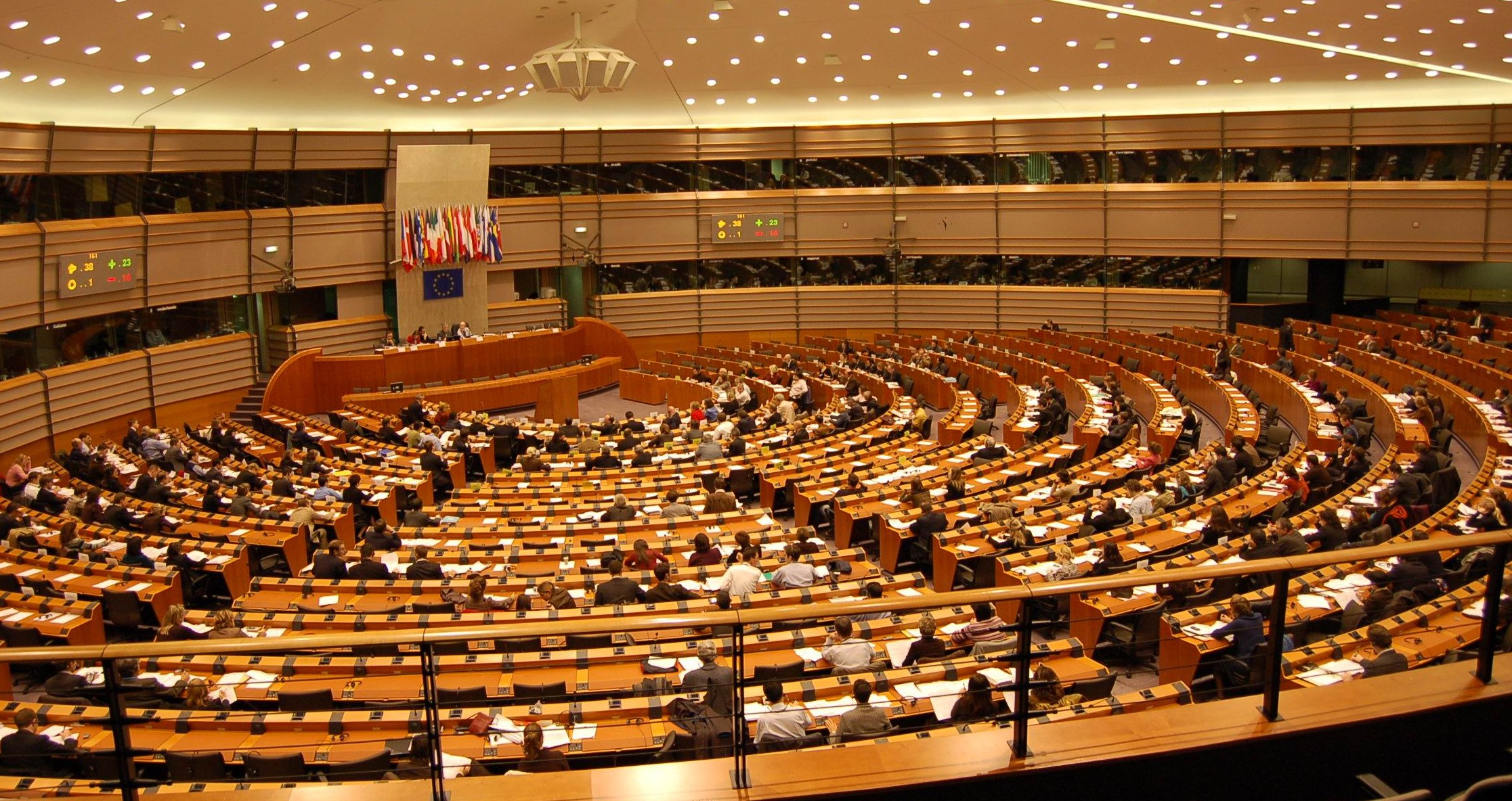 La relazione del Parlamento europeo chiede di rivedere le relazioni con la Russia