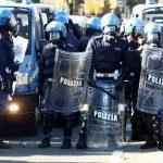 """Lamorgese vuole il caos. L'ira della polizia nei confronti del ministro: """"Il 15 sarà caos"""""""