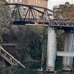 A fuoco il 'Ponte di ferro' a Roma, potrebbe riaprire tra mesi