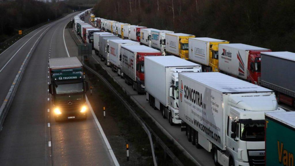 """Così il Green Pass blocca 80mila camion. L'allarme di Trasportounito: """"Merci paralizzate"""""""