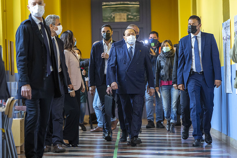 Il Paese alla rovescia dove un condannato per frode fiscale colloquia con un premier sul fisco
