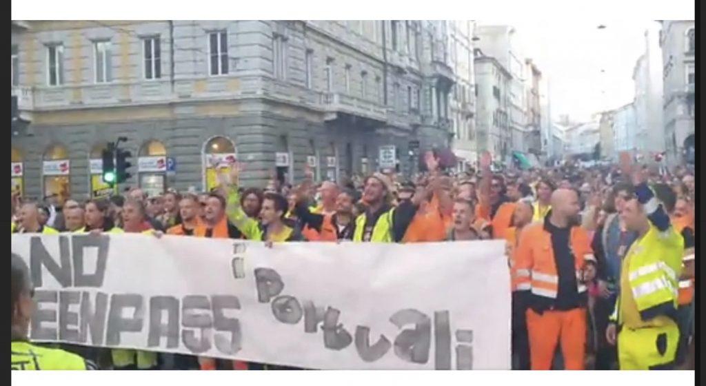 Trieste, portuali: «Se solo uno sarà lasciato fuori per il Green Pass, non entrerà nessuno»
