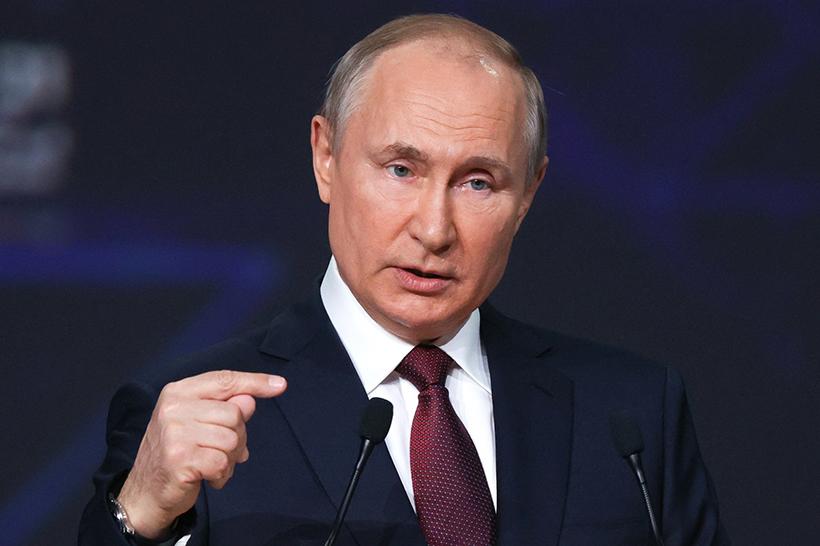 """Putin a tutto campo: """"Corsa agli armamenti sta accelerando"""""""